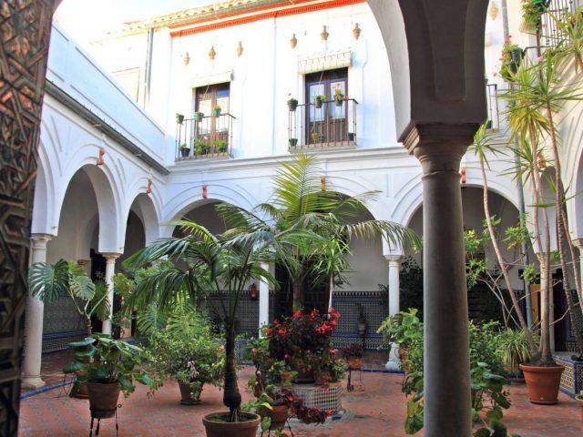 Santa Resurrección Hospital
